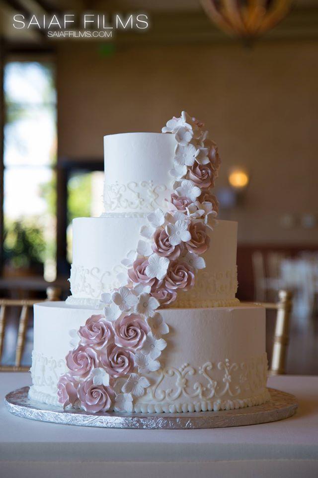https://saiaffilms.com/wp-content/uploads/2015/11/wedding-cake-3.jpg
